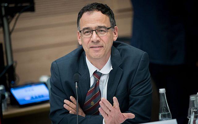 Le procureur d'Etat Shai Nitzan assiste à une réunion du Comité des affaires intérieures à la Knesset à Jérusalem, le 21 novembre 2017. (Yonatan Sindel / Flash90)