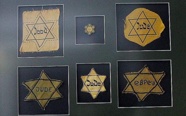 Des étoiles juives du musée de l'Holocauste et du Centre d'études du Bronx à l'Ecole de hautes études scientifiques de New York, le 19 avril 2013 (Laura Cavanaugh / Getty Images via JTA)