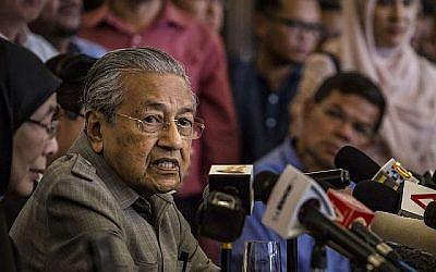 Mahathir Mohamad s'exprimant lors d'une conférence de presse à Kuala Lumpur, Malaisie, le 10 mai 2018. (Ulet Ifansasti / Getty Images via JTA)