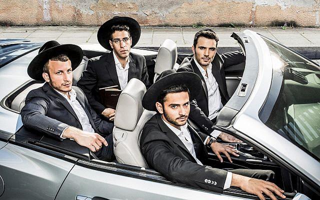 Les quatre stars de 'Shababnikim,' la nouvelle série de HOT sur des jeunes élèves de yeshiva qui sera projetée en anglais lors d'un événement du Times of Israel Presents, le 30 mai (Autorisation :  HOT)