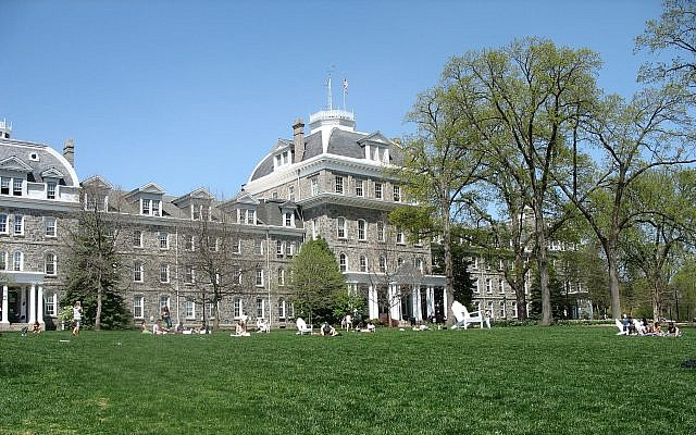 Parrish Hall au centre du campus de Swarthmore College en Pennsylvanie. (Wikipedia / Ugen64 / Domaine public)