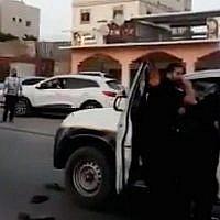 Une capture d'écran d'une vidéo d'affrontements entre la police et des habitants de la ville bédouine méridionale de Rahat le 25 mai 2018. (Capture d'écran: Twitter)