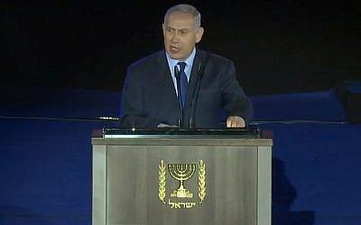 Le Premier ministre Benjamin Netanyahu s'exprime lors d'une cérémonie marquant le 70e anniversaire de l'armée israélienne, au mémorial du Corps blindé à Latroun, le 7 mai 2018. (Capture d'écran : YouTube)