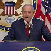 Le Premier ministre Benjamin Netanyahu s'adresse au public lors de l'inauguration du nouveau bâtiment de l'ambassade des États-Unis à Jérusalem, le 14 mai 2018 (Capture d'écran : Hadashot).