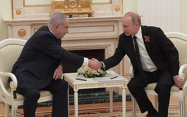 Le Premier ministre Netanyahu (à gauche) et le président russe Poutine au Kremlin, le 9 mai 2018 (Amos Ben Gerschom/GPO)