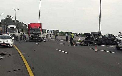 Le lieu d'un accident de la route mortelle sur la route côtière 2, le 28 mai 2018. (Magen David Adom)