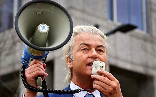 L'homme politique d'extrême-droite néerlandais Geert Wilders du parti PVV s'adresse à ses partisans lors d'une manifestation de son parti contre la politique du Premier ministre et de son cabinet à Rotterdam, le 20 janvier 2018. (Crédit : AFP PHOTO / ANP / Robin UTRECHT / Netherlands OUT)