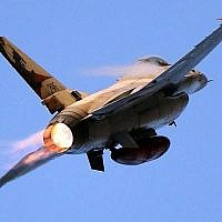 Illustration. Un F-16 de l'armée de l'air israélienne, le 31 décembre 2015. (Ofer Zidon/Flash90/File)