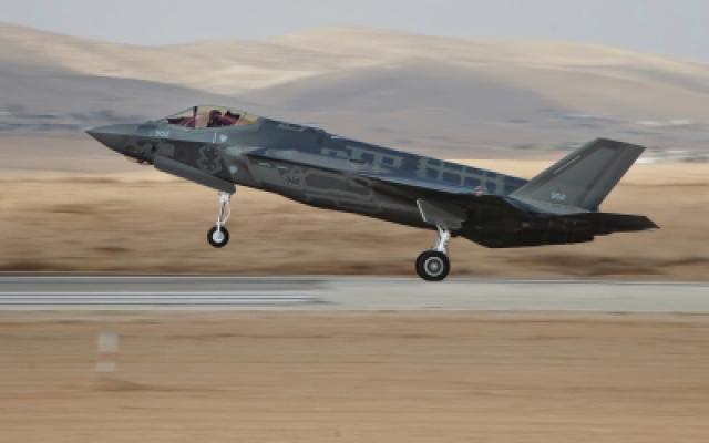 L'un des deux premiers chasseurs furtifs F-35 d'Israël décolle pour son premier vol dans le cadre de l'armée de l'air israélienne le 13 décembre 2016. (Unité du porte-parole de Tsahal)