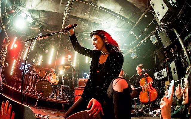 Ninet Tayeb lors d'un récent concert (Avec l'aimable autorisation de Lior Keter)