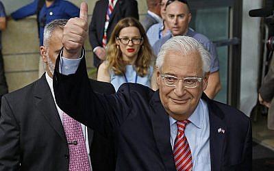L'ambassadeur américain en Israël David Friedman lors de l'inauguration de l'ambassade américaine à Jérusalem, le 14 mai 2018 (Crédit : AFP Photo/Menahem Kahana)