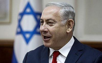 Le Premier ministre Benjamin Netanyahu dirige la réunion hebdomadaire du cabinet du Premier ministre à Jérusalem le 27 mai 2018. (Crédit : AFP/Pool/Menahem Kahana)