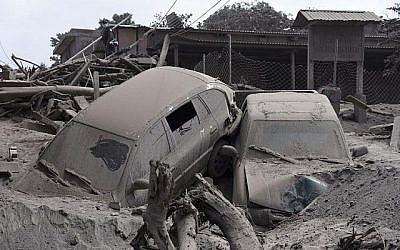 Aperçu des dégâts causés par l'éruption du volcan Fuego dans le village de San Miguel Los Lotes, dans le département d'Escuintla, à environ 35 km au sud-ouest de Guatemala City, le 5 juin 2018. (AFP PHOTO / Johan ORDONEZ)
