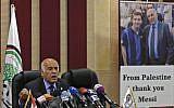 Jibril Rajoub, chef de la Fédération palestinienne de football, durant une conférence de presse à Ramallah, le 6 juin 2018. (Crédit : ABBAS MOMANI/AFP)