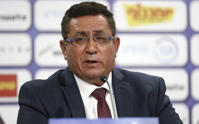 Ofer Eini, président de la Fédération israélienne de football durant une conférence de presse, à Ramat Gan, le 6 juin 2018. (Crédit : AFP / JACK GUEZ)
