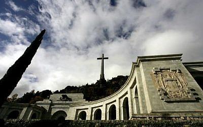 Photo prise le 11 novembre 2005 du monument Valle de los Caidos à la mémoire des combattants du dictateur Franco, en périphérie de Madrid. (Crédit : AFP / Philippe DESMAZES)