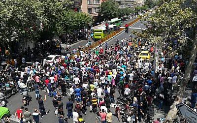 Manifestation dans les rues de Téhéran, le 25 juin 2018. (Crédit : AFP / ATTA KENARE)