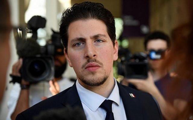 Jonathan, victime d'une attaque antisémite en 2014, à Créteil, au premier jour du procès de ses agresseurs, à la Cour d'Assises de Créteil, le 26 juin 2018. (Crédit : AFP/Eric FEFERBERG)