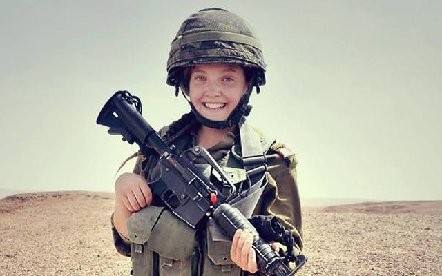 Une photographie de l'ancienne soldate de l'armée israélienne Rebecca, faussement accusée par des militants pro-palestiniens d'avoir tué une infirmière gazaouie le 1er juin 2018 (Crédit : Armée israélienne/Facebook)