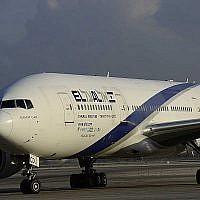 Un avion de la compagnie El Al à l'aéroport international Ben Gurion le 17 août 2016. (Tomer Neuberg/Flash90)