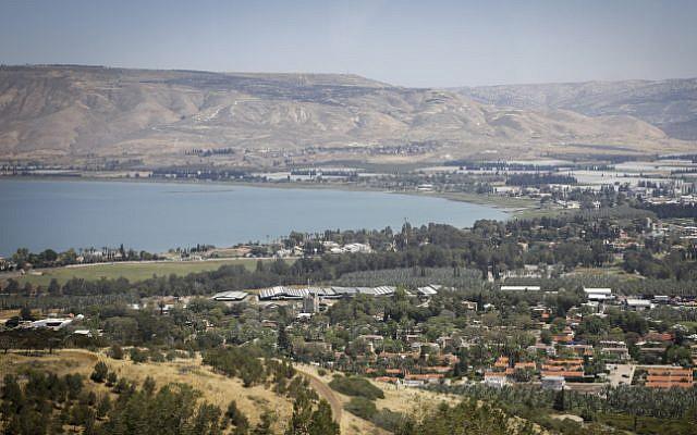 Vue de la mer de Galilée, nord d'Israël, 19 avril 2017. (Isaac Harari / FLASH90)