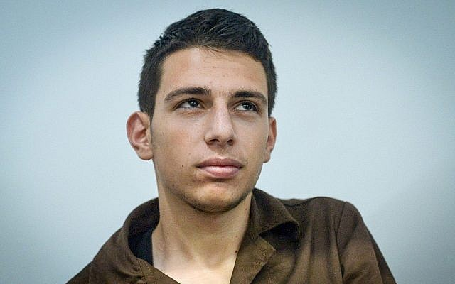 Amar Agbar, accusé d'une attaque au couteau qui avait fait quatre blessés à Tel Aviv, au tribunal de Tel Aviv, le 18 mai 2017 (Crédit : Flash90)