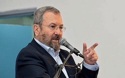 L'ancien ministre de la Défense Ehud Barak à Tel Aviv, le 22 décembre 2017. (Flash90)
