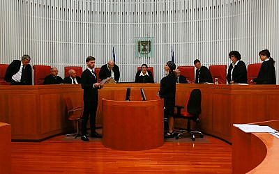 La Haute Cour de justice se réunit pour une audience sur la loi de régulation à la Cour suprême de Jérusalem le 3 juin 2018. (Yonatan Sindel/Flash90)