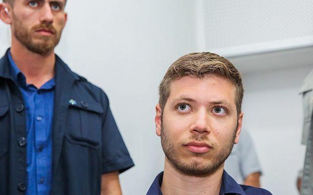 Yair Netanyahu, fils du Premier ministre Benjamin Netanyahu, à la cour des magistrats de Tel Aviv, le 5 juin 2018 (Crédit : Flash90)
