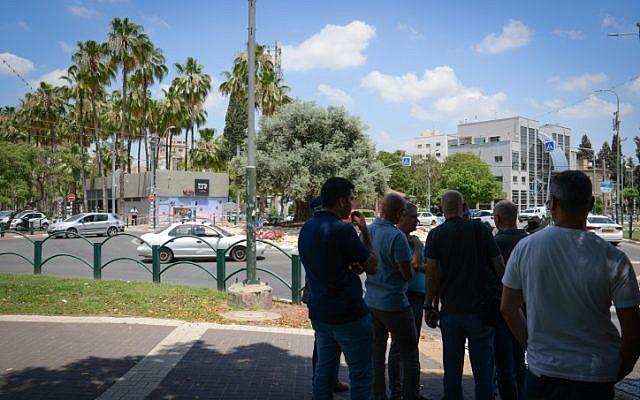 La police sur les lieux d'une attaque au couteau à Afula, le 11 juin 2018. (Crédit : Meir Vaknin/Flash90)