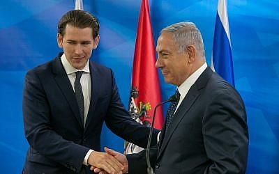 Le Premier ministre Benjamin Netanyahu, (à droite), avec le chancelier autrichien Sebastian Kurz au bureau du Premier ministre de Jérusalem, le 11 juin 2018 (Crédit : Ohad Zwigenberg/Pool)
