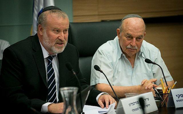 Nissan Slomiansky, chef de la commission de la Constitution, du Droit et de la Justice  et le procureur général lors d'une réunion à la Knesset, le 25 juin 2018. (Crédit : Yonatan Sindel/Flash90)