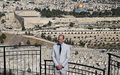 Le prince William, duc de Cambridge, s'est rendu sur le Mont des Oliviers, dominant le Mont du Temple, le 28 juin 2018, dans le cadre d'une visite officielle en Israël. (Amit Shabi/POOL)