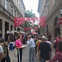 Le festival de rue Judafest à Budapest, le 10 juin 2018. (Yaakov Schwartz/ Times of Israel)