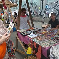 Un stand au festival de rue Judafest à Budapest, le 10 juin 2018. (Yaakov Schwartz/ Times of Israel)