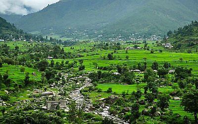 Vallée entre Shimla et Mandi dans la région de Himachal Pradesh dans le nord de l'Inde (Wikipedia cc-by-2.0.)