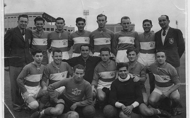 L'équipe du Maccabi Tel Aviv en Australie, en 1939 (Crédit : CC BY-SA Avi Ginzburg, Wikimedia Commons)