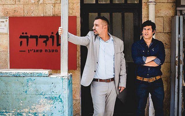 "Hanan Savyon, à gauche et Guy Amir dans ""Maktub."" (Crédit : Idan Milman via JTA)"