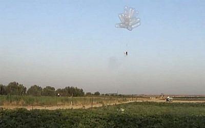 Ballons incendiaires lancés en Israël depuis la bande de Gaza en mai 2018. (Capture d'écran : Quds news)