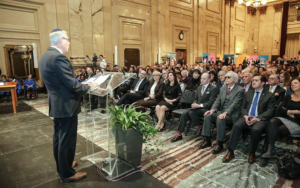 Le président de Shearith Israel Edmond Elbaz  lors d'une cérémonie organisée à l'hôtel de ville de Montréal, le 20 mars 2018 (Crédit : Sylvain Légaré)