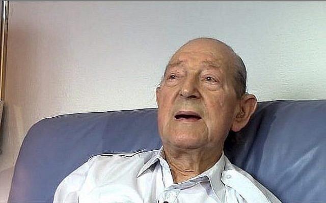 Le colonel Mordaunt Cohen, ancien combattant britannique de la Seconde guerre mondiale, durant une interview le 6 août 2015. (Crédit : capture d'écran ministère de la Défense)