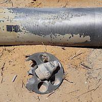 Une roquette tirée depuis Gaza qui a atterri dans l'une des localités de la région d'Eshkol le 20 juin 2018. (Eshkol Security)