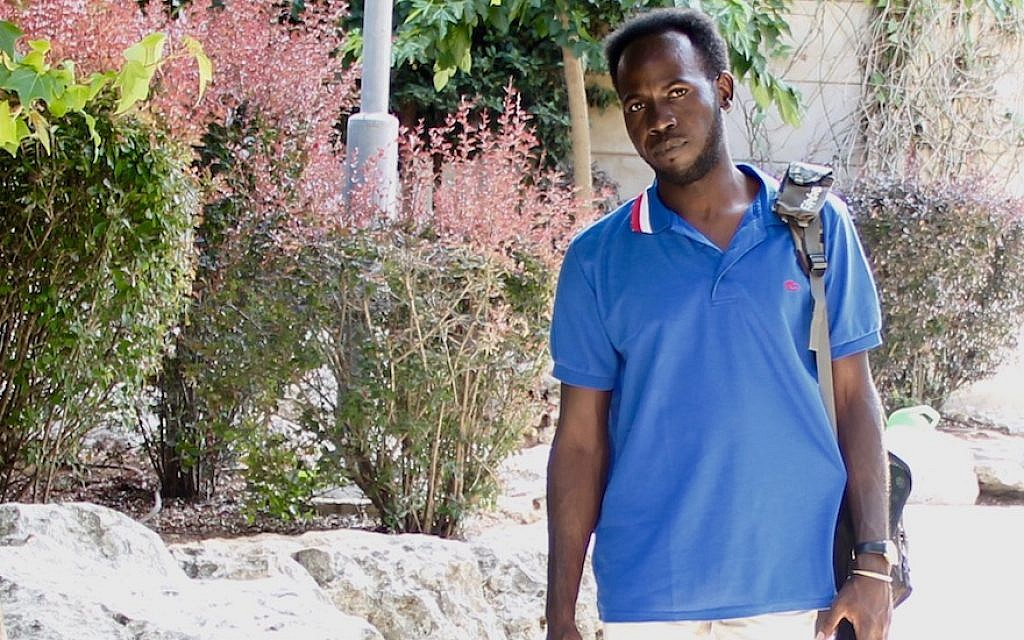 Jack Muaawia est un demandeur d'asile africain et étudiant de première année à l'Université hébraïque de Jérusalem. (Tracy Frydberg/ JTA)