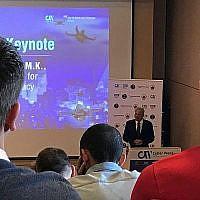 Michael Oren, vice-ministre israélien de la diplomatie publique, s'exprimant lors de la conférence sur la lutte contre le terrorisme et la technologie du terrorisme, dans le cadre des événements de la cyber-semaine 2018 à Tel-Aviv; 17 juin (Shoshanna Solomon / Times of Israel)