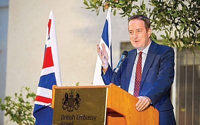 L'ambassadeur britannique en Israël David Quarrey lors d'un évènement organisé par le Jewish News, le 10 mai 2018 (Crédit : Yossi Zeligar/Nikoart, via UK Jewish News)