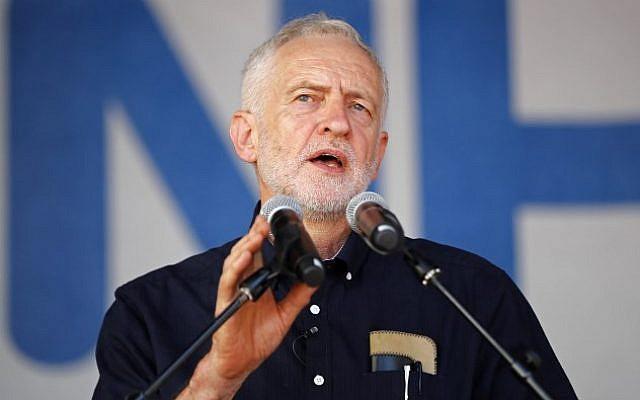 Jeremy Corbyn, chef du Parti travailliste de l'opposition britannique, prend la parole à Londres le 30 juin 2018. (AFP Photo/Tolga Akmen)