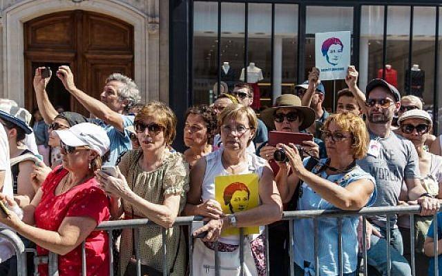 Les Français ont afflué en masse pour rendre un dernier hommage à une femme d'exception, Simone Veil, à l'occasion de sa panthéonisation à Paris, le 1e juillet. (Crédit : AFP / POOL / Christophe Petit-Tesson)
