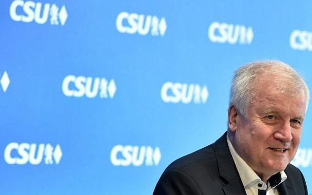 Le ministre de l'Intérieur en Allemagne Horst Seehofer, à Munich, le 1er juillet 2018 in Munich. (Crédit : AFP PHOTO / Christof STACHE)