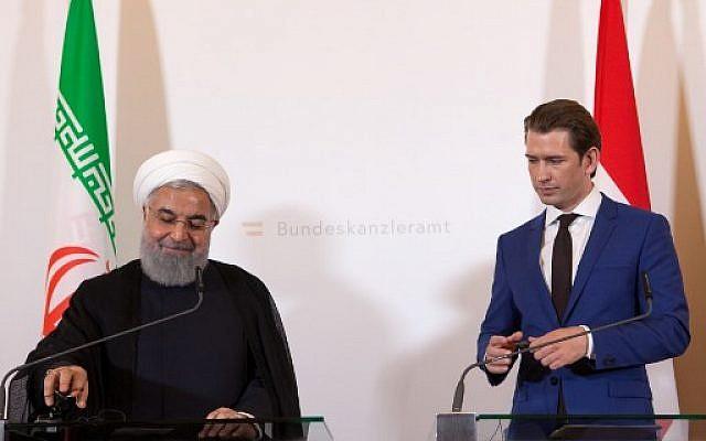 Le chancelier autrichien Sebastian Kurz et le président iranien Hassan Rouhani lors d'une conférence de presse conjointe à la chancellerie, à Vienne, le 4 juillet 2018. (Crédit : AFP / ALEX HALADA)