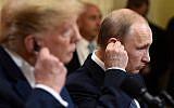 Vladimir Poutine et Donald Trump durant une conférence de presse à Helsinki, le 16 juillet 2018. (Crédit : AFP /Brendan SMIALOWSKI)